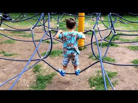 Стамбульский парк Одесса.Назир играет на детской площадке.Istanbul park Odessa .