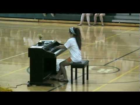 12 year old plays The Lamb Lies Down on Broadway piano intro...FAST!