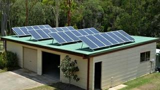 हिन्दी मे जानिए सोलर पैनल लगाने का तरिका। Do you home made mini solar power plant how to.