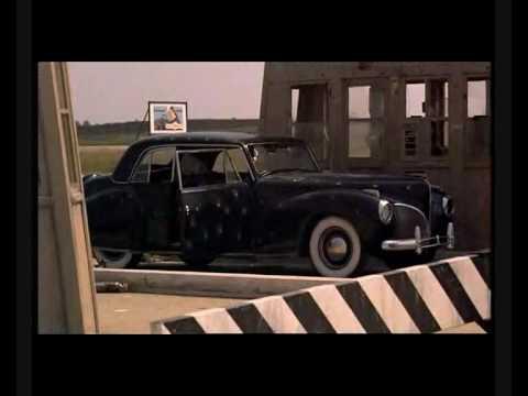 Escena famosa de El Padrino de Francis Ford Coppola con Marlon Brando y Al Pacino asesinato santino