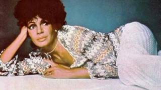 Watch Shirley Bassey The Wall video