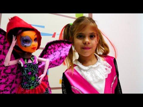 Мультик #МонстерХай: Элис и Дракулаура собираются на бал-маскарад! Игры #одевалки. Видео для девочек