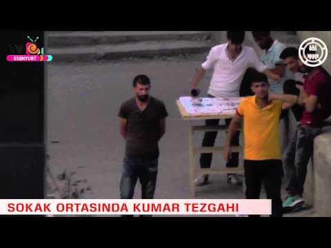 Esenyurt'ta Sokak Ortasında Kumar Oynatan Gençler Kameralara Böyle Yansıdı!