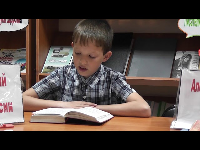 Изображение предпросмотра прочтения – КириллСумин читает отрывок изпроизведения «Матрёнин двор» А.И.Солженицына