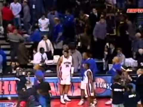 Ron Artest BRAWL WITH THE PISTONS PLAYERS AND FANS !!!!!! 2004