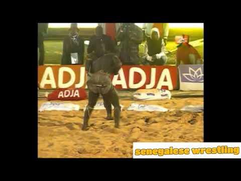 Senegalese Wrestling : Modu Lo vs Eumeu Sene