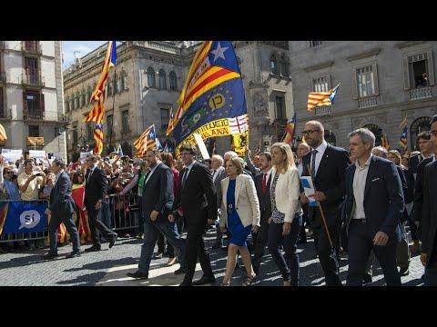هدوء وترقب في كاتالونيا قبل 24 ساعة من انقضاء مهلة مدريد لبيغديمون  - نشر قبل 3 ساعة