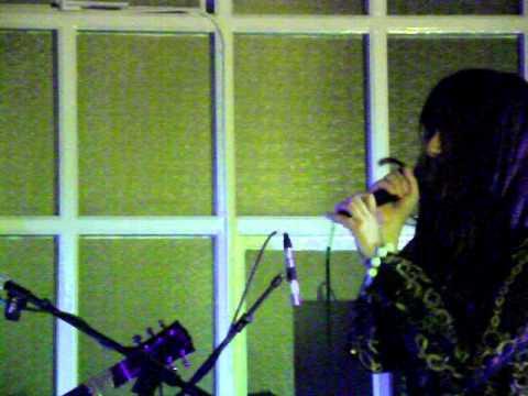 Gabriella Cilmi - Warm This Winter - Lancaster Library 19th December 2010