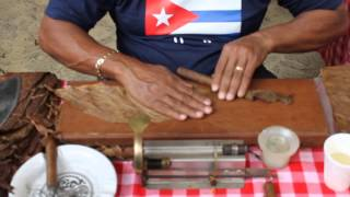 How to roll a Cuban Cigar at the 6th Latin America Food Festival (Kuala Lumpur)