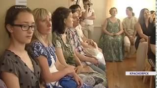 В Красноярске семья артистов открыла в своем доме музыкальный салон