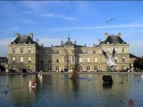 PARIS VÀNG LÁ THU BAY
