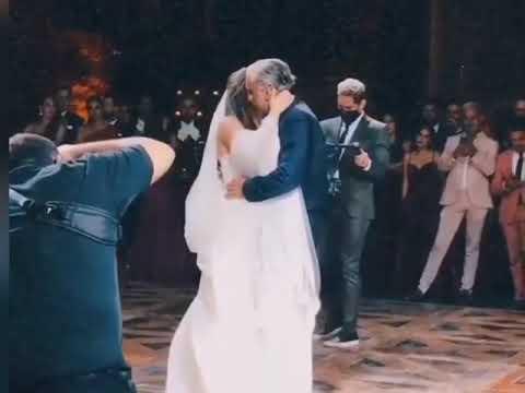 Alejandro Fernández baila con su hija Camila en la boda.
