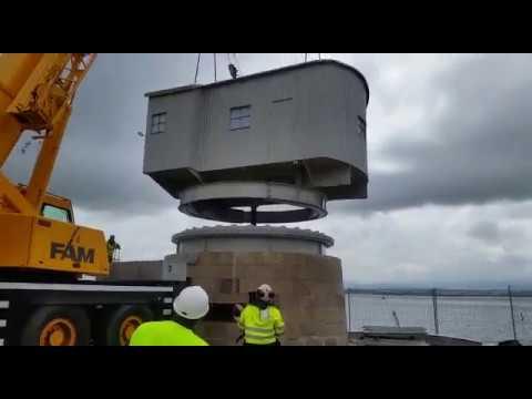 Instalación de la Grúa de Piedra de Santander después de su rehabilitación