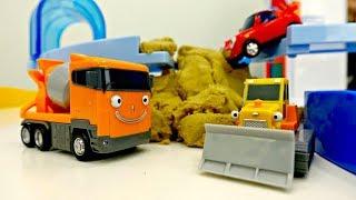 #TAYO el autobús 🚌 y #COCHES para niños 🚚🚜 Los #juguetes reparan la carretera 🚚 Tayo en #español