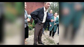У Поліському прихильники ПЦУ виселяють священика УПЦ з хати, де громада проводить богослужіння