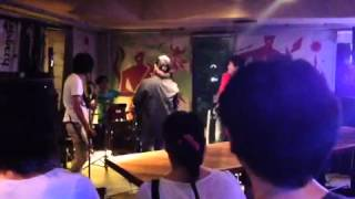 3. Ding Dang Dong 4. Party Hard(Andrew W.K Cover) 5. ホエア(Meta...