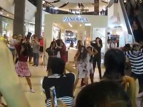 Флешмоб на Хэллоуин в торговом центре. Тайланд