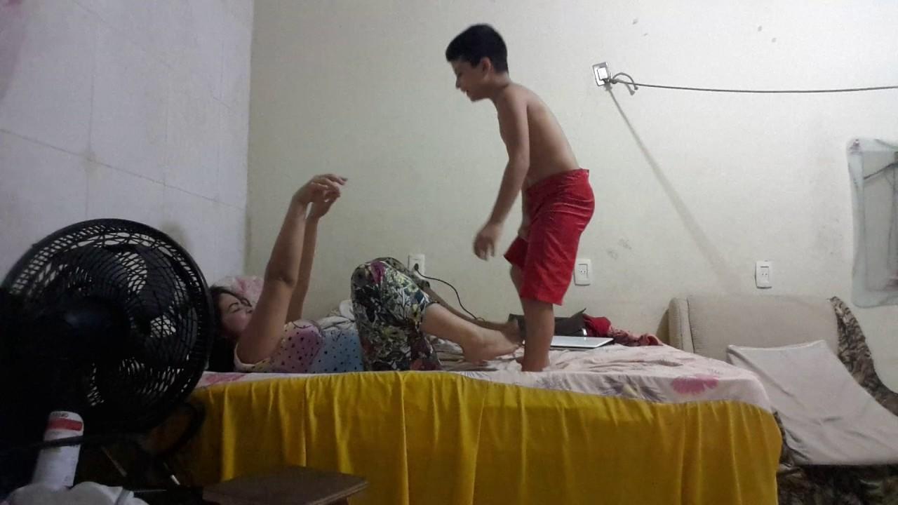 Brincando com minha mãe