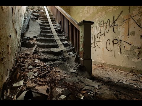 Haunted Downey Asylum (Bloody Wall & Satanic Symbols) Urban Explore