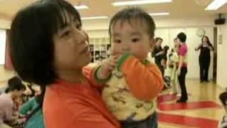 Ibu-ibu di Jepang Menari Samba Dengan Bayi Mereka