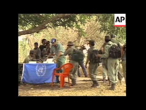 GUATEMALA: 30 GUERRILLAS HAND OVER WEAPONS TO UN OBSERVERS