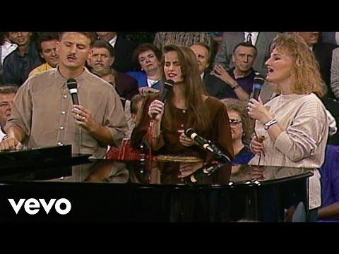 The Martins - He Leadeth Me [Live]