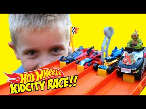 Thumbnail: Hot Wheels Race with Spiderman Batman & Marvel Avengers Hot Wheels Cars Challenge by KidCity