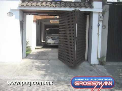 Puerta autom tica plegadiza hacia afuera 2 m dulos youtube for Puertas de cochera automaticas