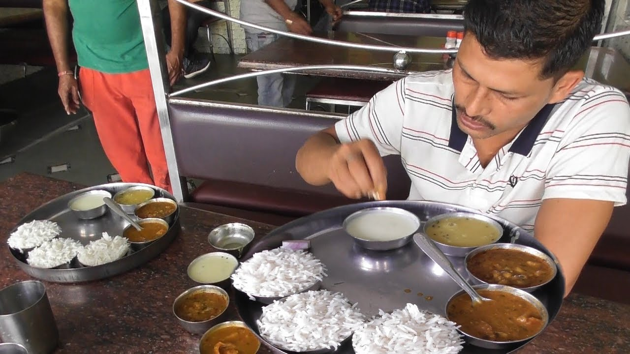 Pure Veg Lunch Thali 100 Rs 3 Plate Rice With 3 Different Curry Indian Food Yavatmal Youtube