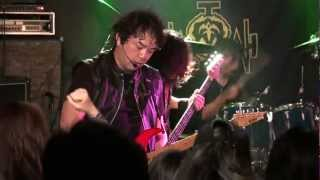 "Japanese QUEENSRYCHE tribute band: ""Jyotei Kocka"" plays ""Breaking T..."