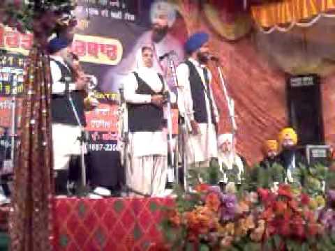 dhadi dardar kiratpur sahib samane waliyan bibiyan da dhadi jatha date (31-01-14)