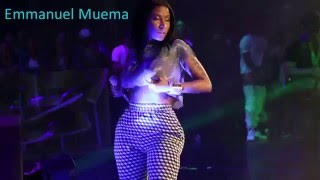 Repeat youtube video Nicki Minaj Flashes Her Boobs And Grabs Her Ass