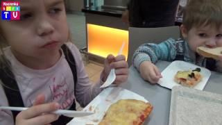 Едим за покупками в магазин Globus, покупаем большие сюрпризы, едим пиццу, покупаем белого кролика(Настенька и Ярослав едут в магазин Globus, выбирать себе игрушки. Покупают большие яйца сюрпризы. Едят пиццу...., 2017-02-08T21:25:05.000Z)