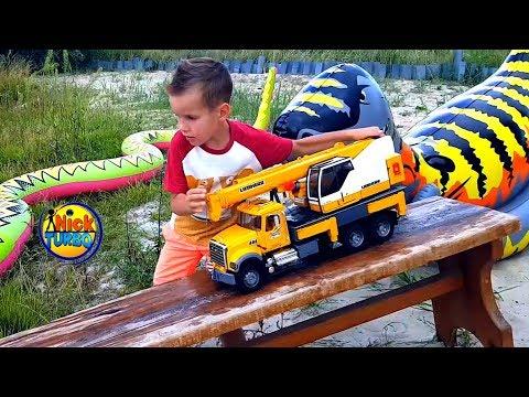 Машинки Вruder прыгают в озеро. Игры в воде для мальчиков. Видео для детей