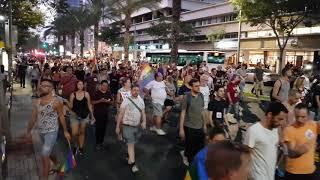 מאות בני אדם הגיעו הערב (חמישי) לצעדה של ארגוני הלהט