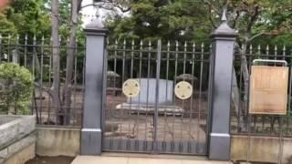 谷中霊園にある、第十五代目徳川慶喜の墓があります。