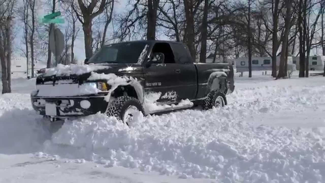 2014 Chevy Silverado Lifted >> Lifted Dodge Ram 35s Meets Friendly Police Officer - YouTube