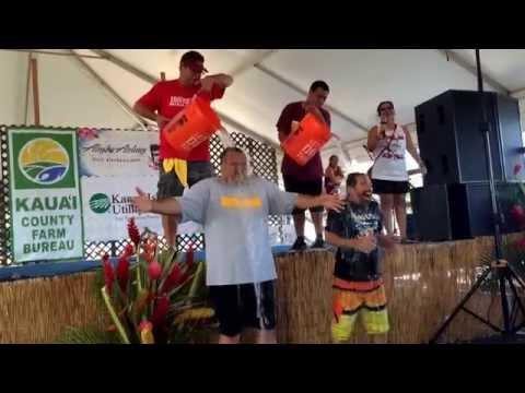 Mayor Carvalho and Ron Wiley take the Ice Bucket Challenge at the Kauai County Farm Bureau Fair