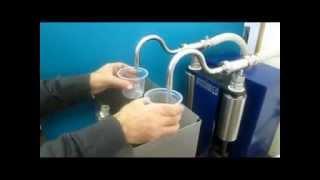 УД-2 Установка розлива(Установка предназначена для полуавтоматического объёмного дозированного розлива жидких и пастообразных..., 2014-05-26T13:55:49.000Z)