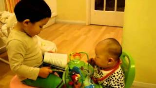 Borui reading Thomas & Friends to Boxun 小猛念Thomas&Friends給壯壯聽