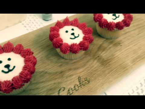 National Day Themed Cupcakes in 5 Easy Steps   The Finder x Two Expat Cooks HD