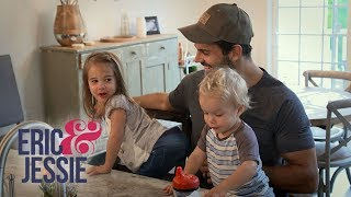 Video Eric & Jessie's Daughter Vivianne Is Super Mischievous | E! download MP3, 3GP, MP4, WEBM, AVI, FLV September 2017