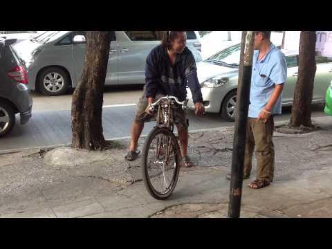 จักรยานโบราณติดเครื่อง