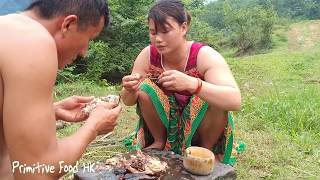 Survival skills: Skills primitive catching fish and cooking delicious fish