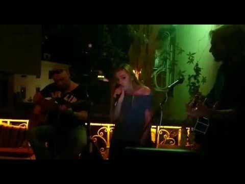 Halo Acoustic Cover (karaoke @ River Pub Rijeka)