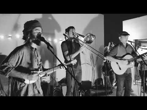 Monsieur Doumani - Κλώτσον Πάτσον / Kick 'n' Slap (Live in the Nicosia Buffer Zone)