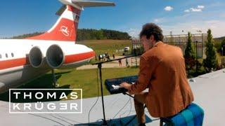 Amazing Piano Cover of Major Tom (Peter Schilling) on Airplane – Thomas Krüger видео