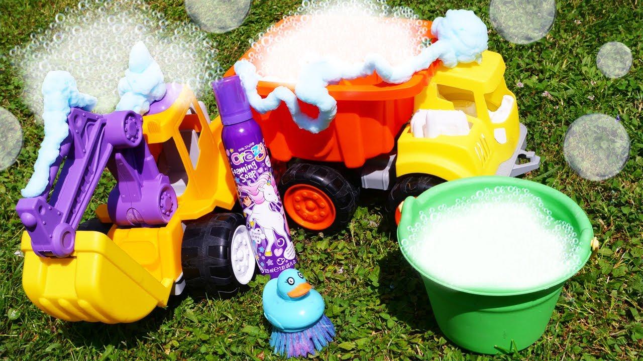 ¡Juego de lavado de autos con vehículos de construcción! Vídeos para niños y coches de juguete