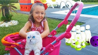Öykü and Dad plays New toys, Cute Cat in the Garden