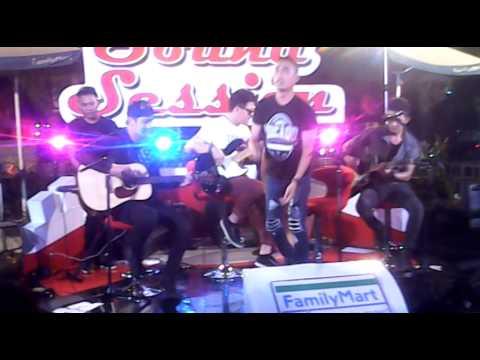 Hijau Daun live akustik